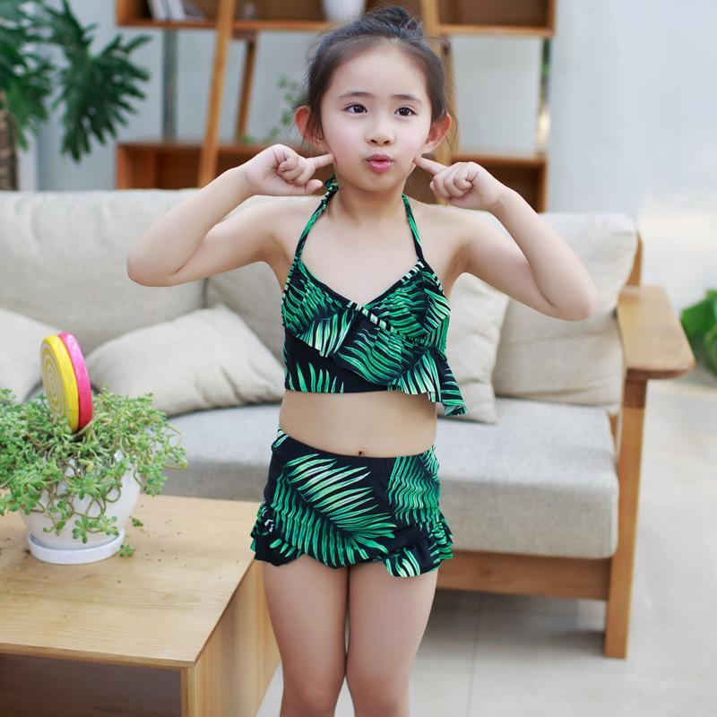 Teenie-Muschi im Bikini