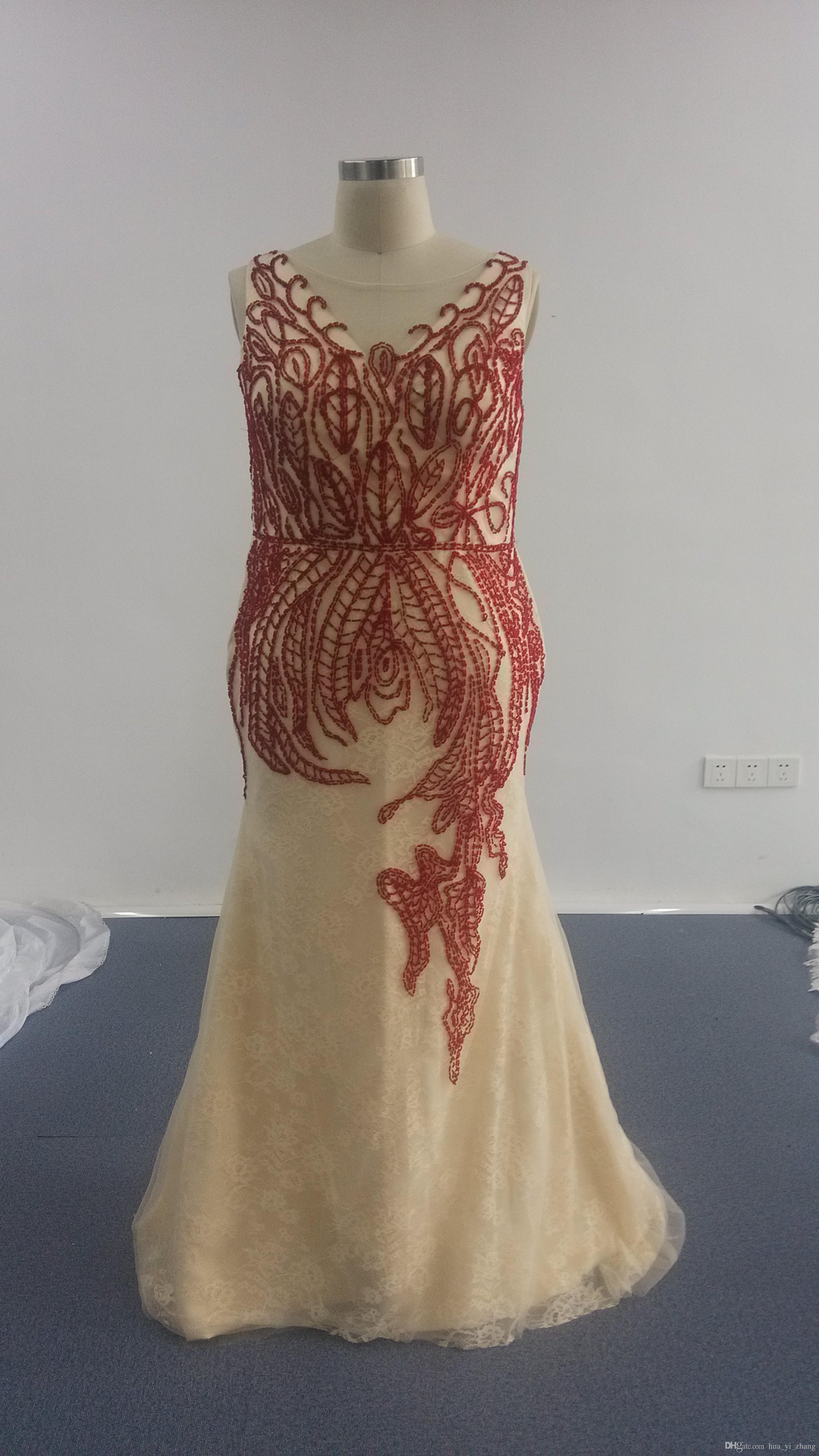 Champagner Abendkleider 2016 Sexy Meerjungfrau mit roter Stickerei Meerjungfrau V-Ausschnitt Tüll über Spitze Festzug Kleider