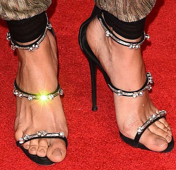 2017 مثير المرأة الكاحل الشريط عالية الكعب المفتوحة تو أحذية المشاهير المصارع الصنادل بريق حزب أحذية الصيف حجر الراين