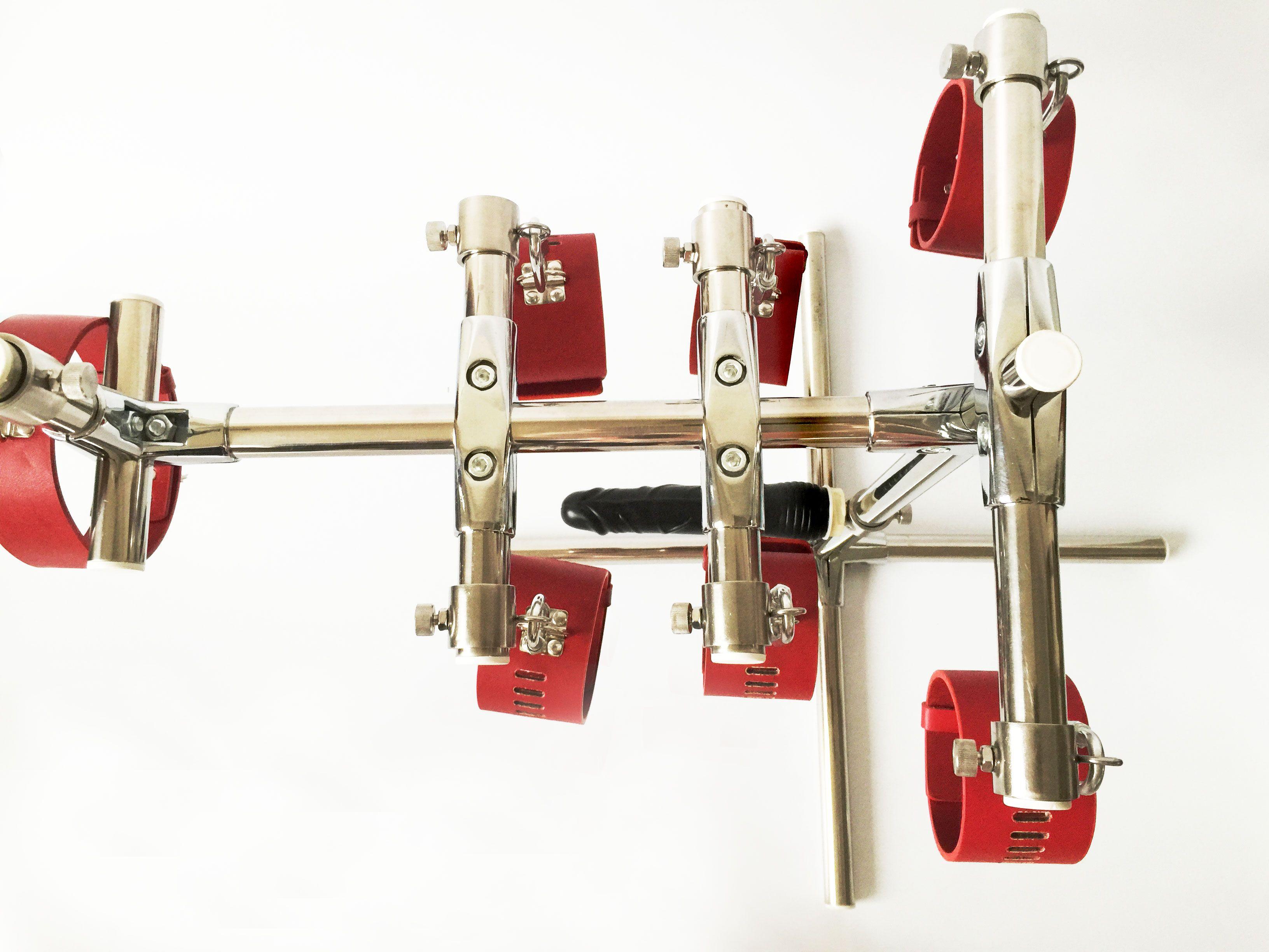2017 novo Aço Inoxidável Ajustável bdsm Brinquedos Escravidão Bondage Sexo Dispositivos com Dildo Algemas + Algemas de Tornozelo + Collar Dispositivo de Castidade Feminina