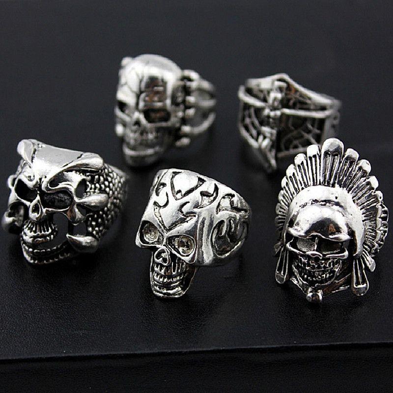2017 Moda argento e oro stili mix Punk Rock maschile GOTHIC Skull Jewelry BIKER Anelli Lotti all'ingrosso Nuovo di zecca