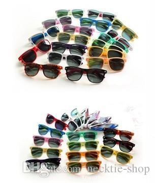 20PCS vendita calda occhiali da sole stile classico Occhiali da sole da donna di alta qualità occhiali da sole moderni occhiali da sole da spiaggia Occhiali da sole classici multi colore