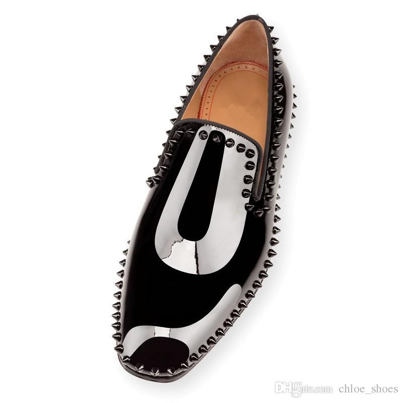 2017 Uomini di design di marca Rivetti Scarpe da sposa Fondo rosso Patent Flats Primavera Estate snello Silhouette Spike con borchie mocassini per uomo