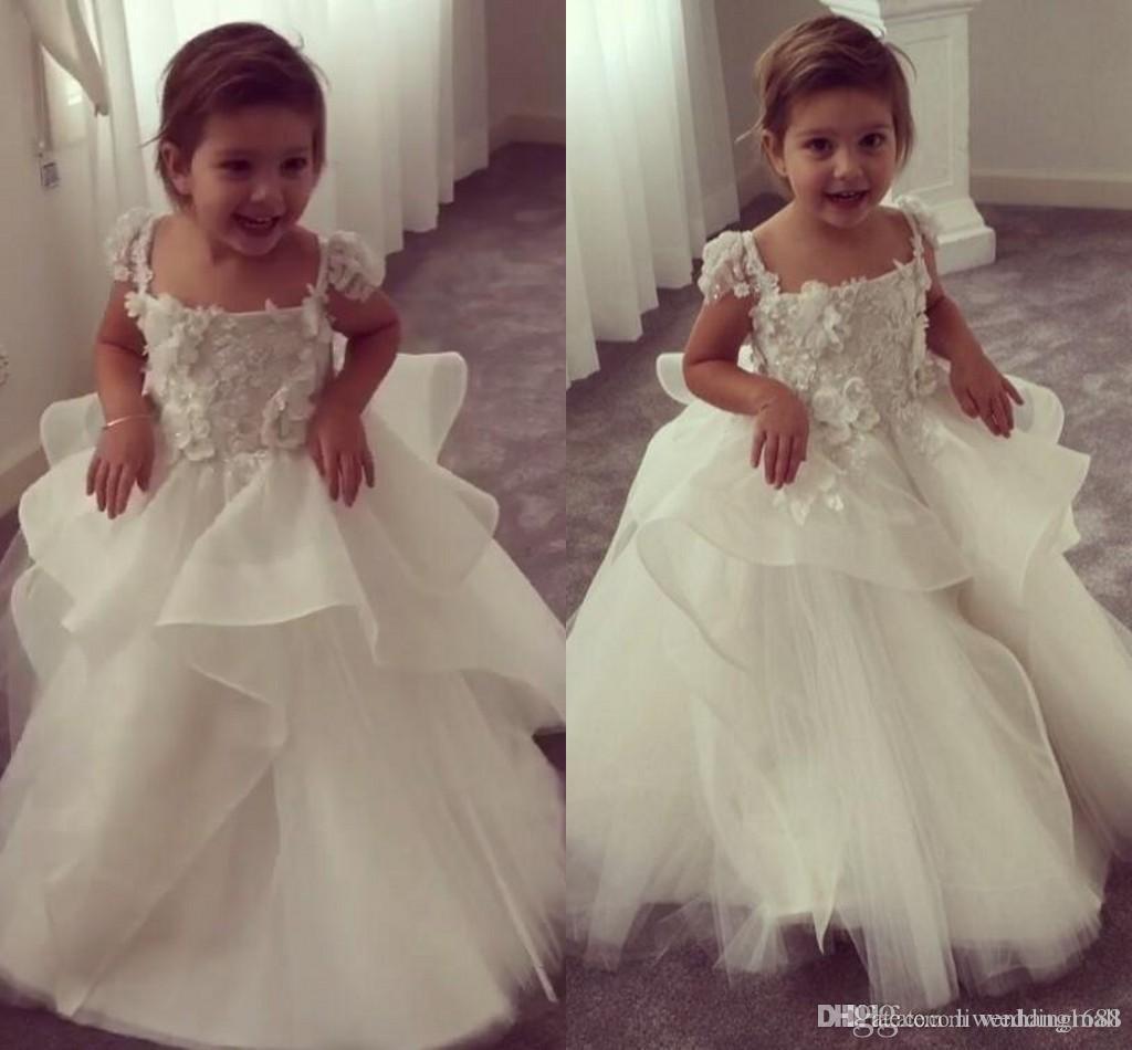 Schöne Spitze Backless Blumenmädchenkleider für Hochzeiten Scoop ärmelloses Erstkommunionkleid bodenlangen Prinzessin Kleider mit Schärpe