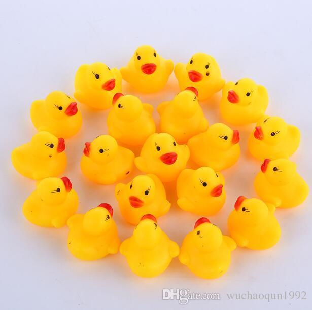 100pcs / lot en gros mini canard de bain en caoutchouc canard en PVC avec son canard flottant livraison rapide plage de nage