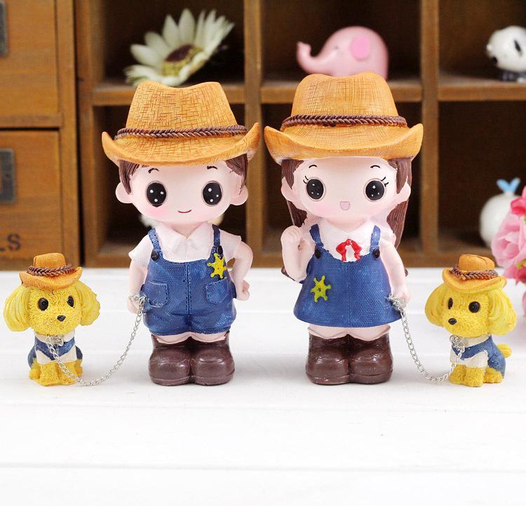 Un cappello da cowboy, a spasso gli amanti delle bambole del cane Creativo articoli casalinghi in resina per arredamento auto