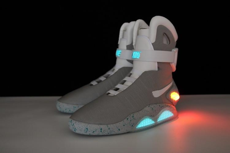 uk availability save up to 80% sold worldwide Großhandel Air Mag AKA Marty McFly Basketball Schuhe Zurück In Die Zukunft  Glow In The Dark Limited Edition Leuchten Schuhe Sneaker Led Lights Von ...