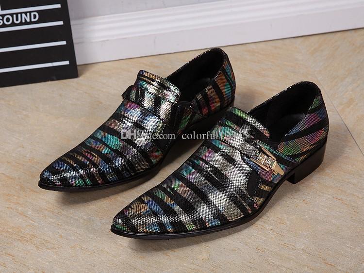 Punta puntiaguda patrón de serpiente Sapato masculino hebilla hombres de negocios zapatos de cuero estilo de Inglaterra coloridos zapatos de vestir de boda a rayas