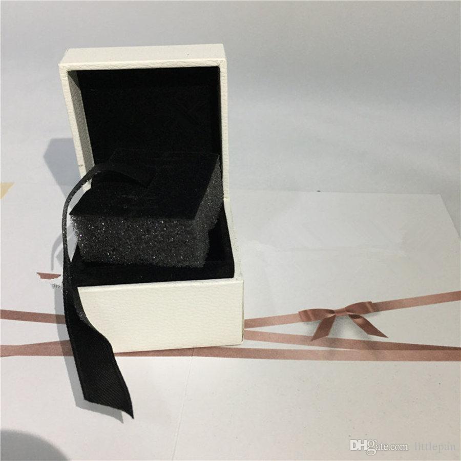 الإسفنج المسطح داخل مربع ورقة بيضاء الطراز الأوروبي لباندورا الدائري أقراط قلادة استرخى الحجم 5X5X4cm