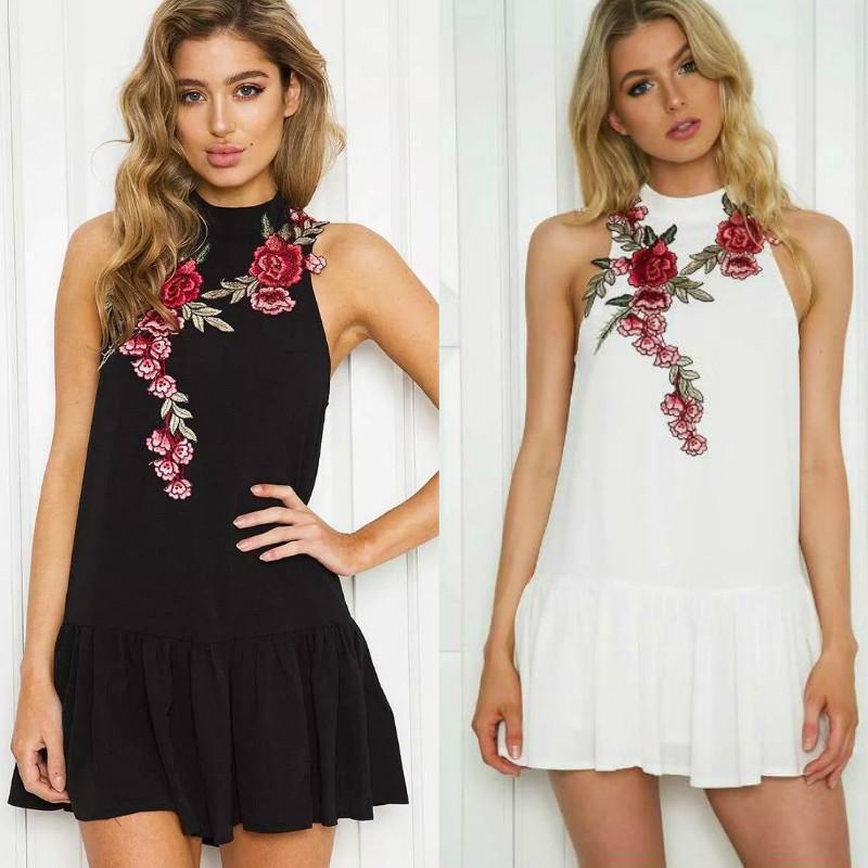 Sommerkleid Blumenstickerei Frauen kleiden Sleeveless Halter-Abendkleid sexy Winter-neue gefaltete backless Partei kurze Kleider plus Größe