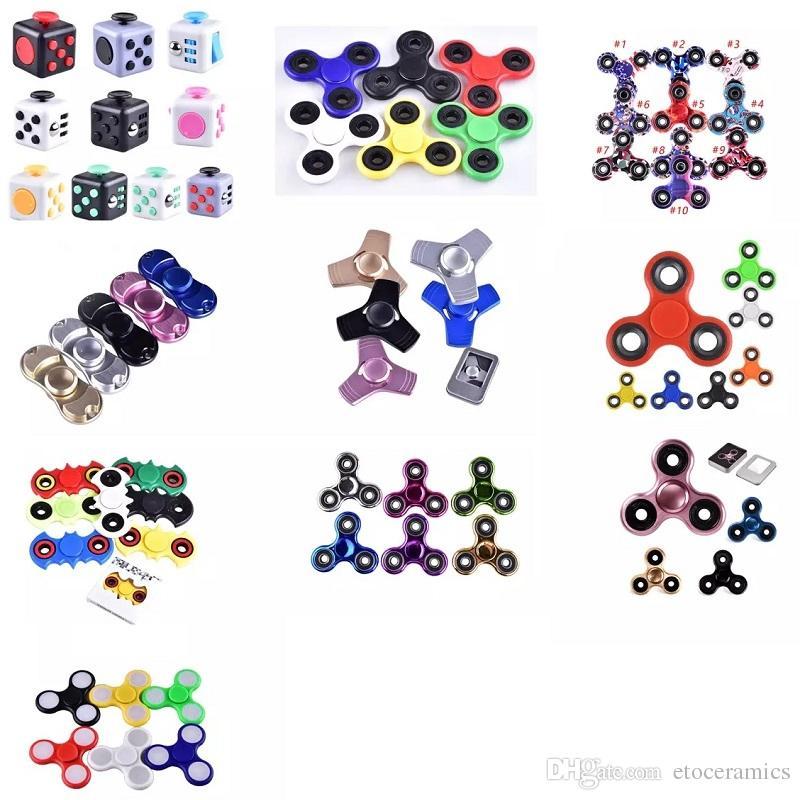 EDC Fidget Spinner giocattolo dito filatore giocattolo Mano tri spinner HandSpinner giocattolo EDC per decompressione ansia Giocattoli con scatola al dettaglio