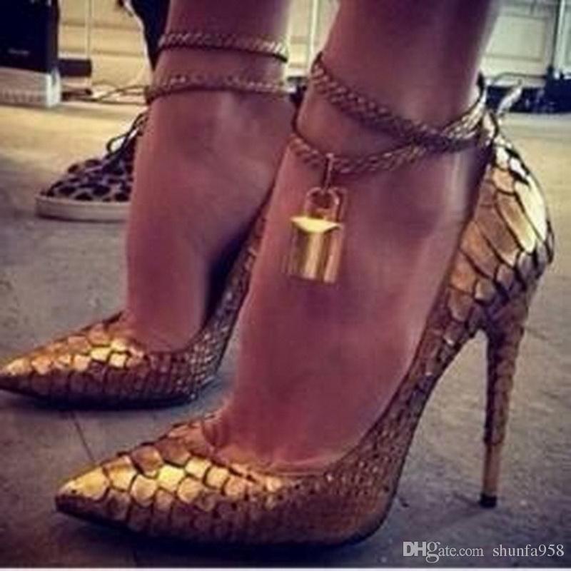 جديد مصمم العلامة التجارية الذهب قفل مدبب تو عالية الكعب النساء مضخات الأحذية أزياء الذهب الأفعى نمط الجلود عالية الكعب مضخات كبيرة الحجم 34-45