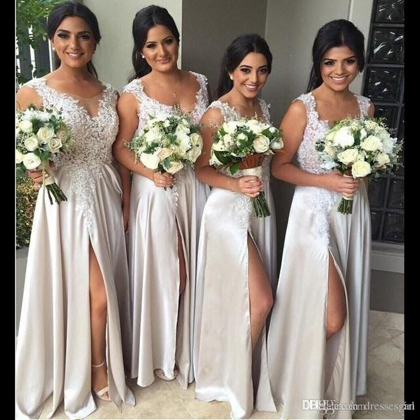 Billiga Fast Shipping Long Bridesmaid Dresses Illusion Sheer Scoop High Side Split Applique Country Women Dress Gowns Custom Made