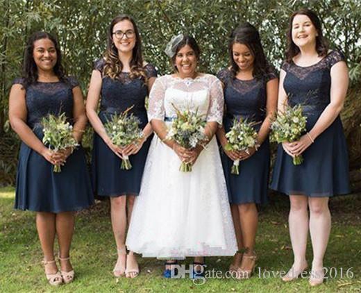 Scoop capped Ärmel Spitze Brautjungfer Kleid Reißverschluss Chiffon eine Linie kurze Brautjungfer Kleider
