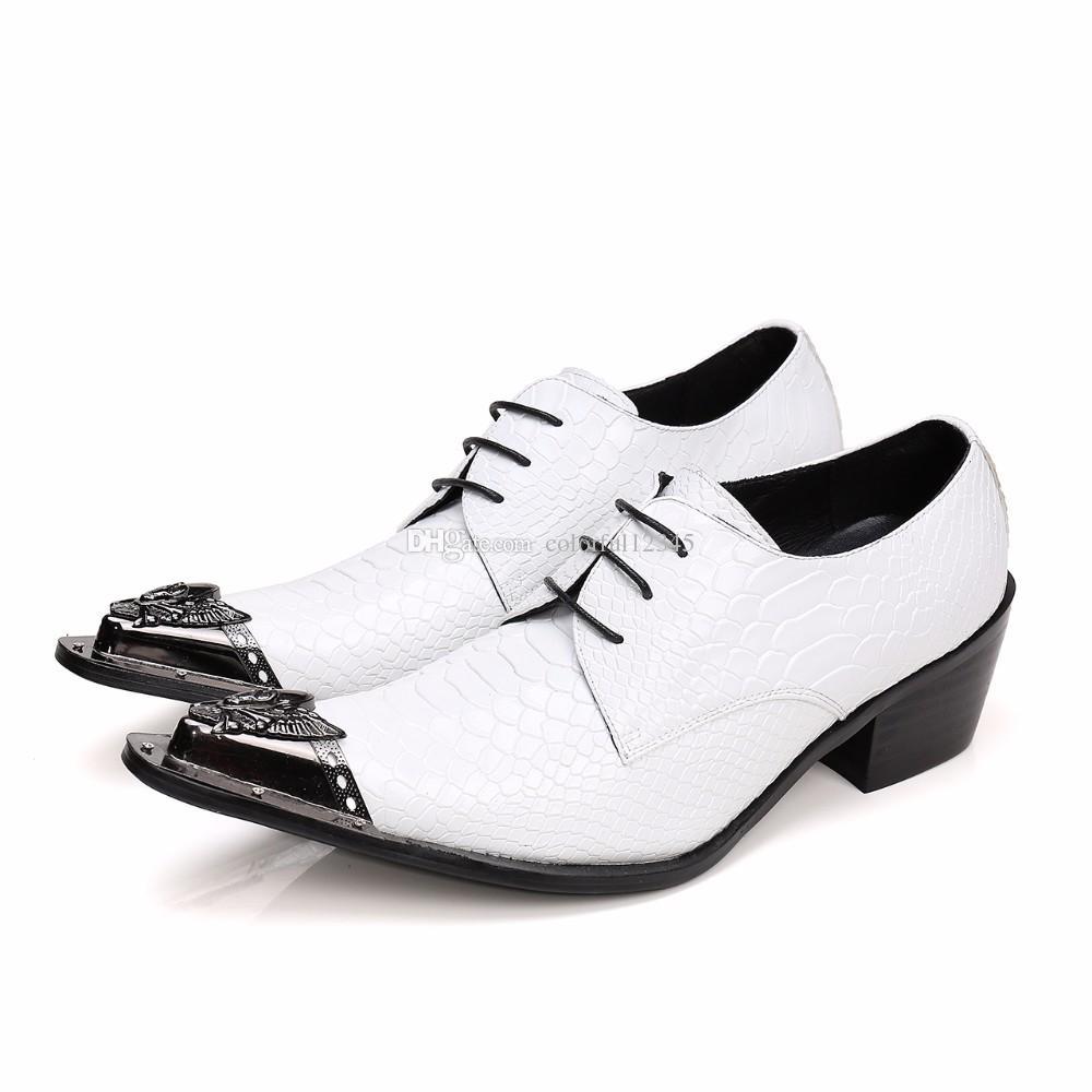 England Style White Crocodile Pattern Metal Toe in pelle verniciata Lace Up Men Dress Shoes di alta qualità Chaussure Homme Plus Size 46