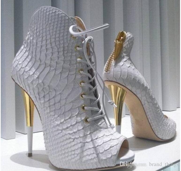 2017 نساء أحذية بيضاء جلد الثعبان طباعة أحذية السيدات حزب أحذية اللمحة تو عالية الكعب الجوارب اللباس بوتا امرأة مثير موهير القوارب