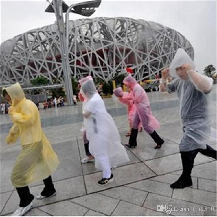الأزياء لمرة واحدة معطف واق من المطر الساخن المتاح PE عباءة المتاح المعطف ملابس ضد المطر السفر معطف المطر المطر ملابس IA527