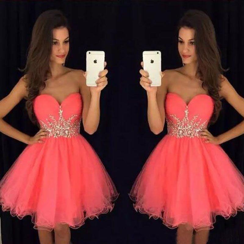 Underbara Korta Homecoming Dresses Coral Rosa Tulle Party Dress Sweetheart Ärmlös Kristaller Billiga Custom Made Graduation Prom Dress