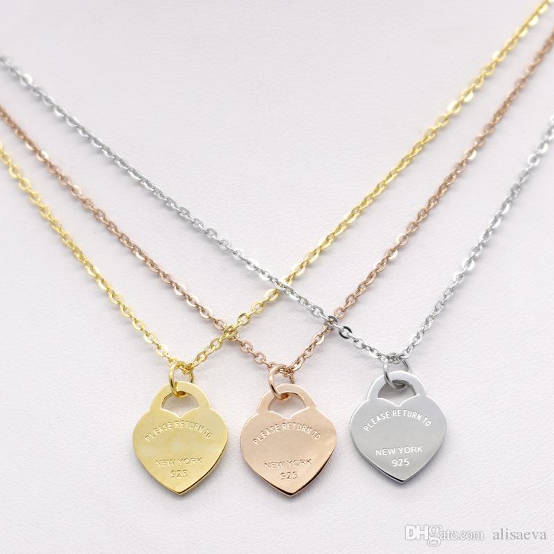2017 أزياء العلامة التجارية الفولاذ الصلب روز الذهب مطلي مربع صغير الحب القلب قلادة قلادة نساء حزب هدية