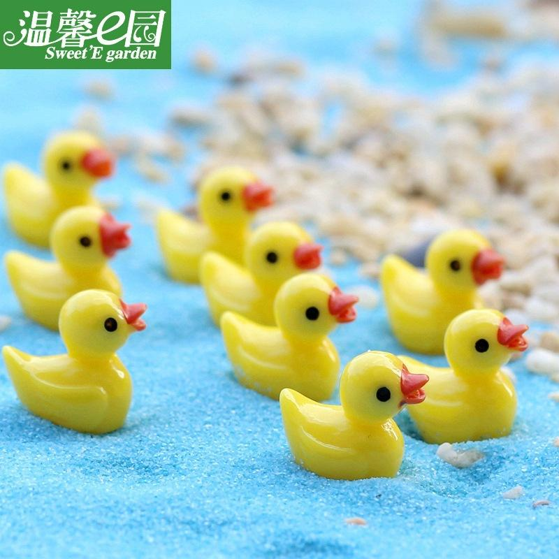 Pato amarelo brinquedos pingente musgo micro paisagem resina artesanato criativo ornamentos ornamentos de jóias