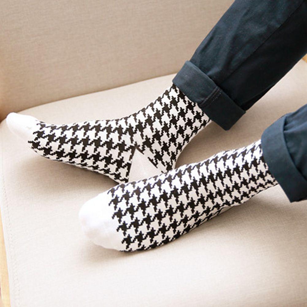 Yeni Tasarım erkekler Beyaz Siyah Klasik Stil Sıcak Çorap Şerit Kısa Çorap Kış Sonbahar Erkekler Pamuk Tüpler Komik Çorap