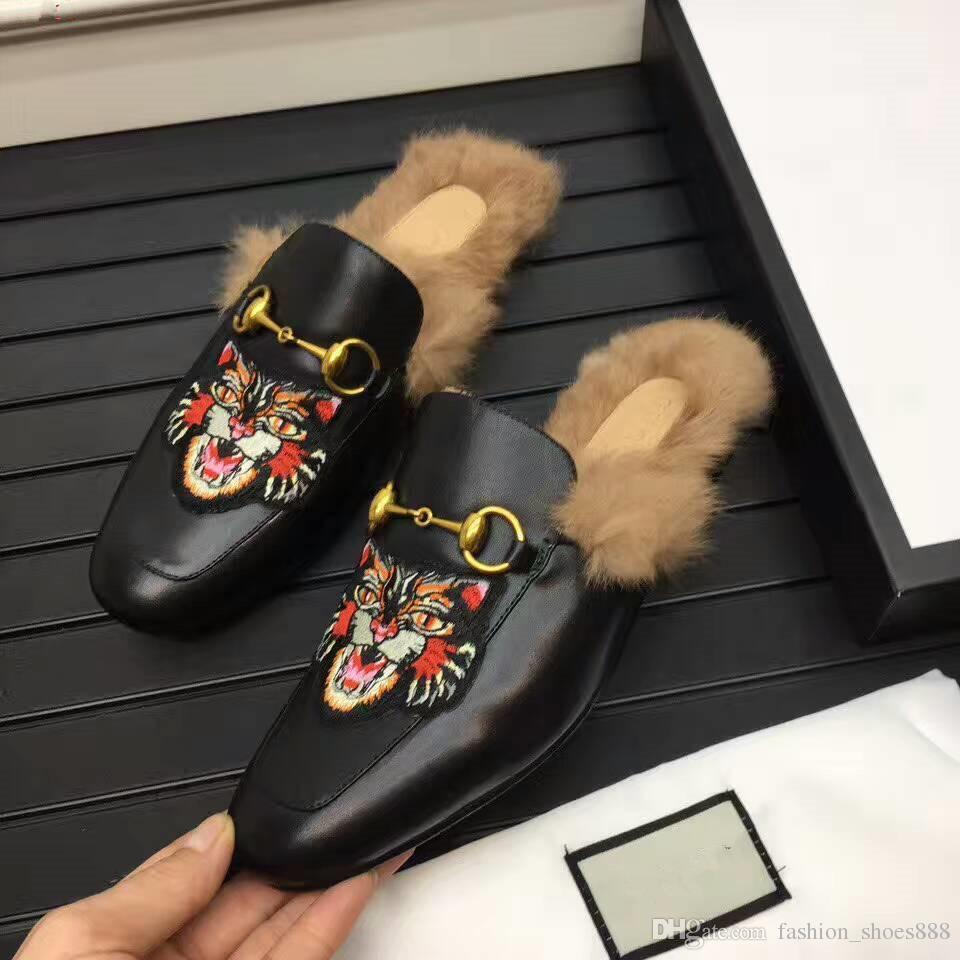Freizeitschuhe für Männer, ein Modetrend aus echtem Leder, verziert mit Goldschnalle und Tigerprints