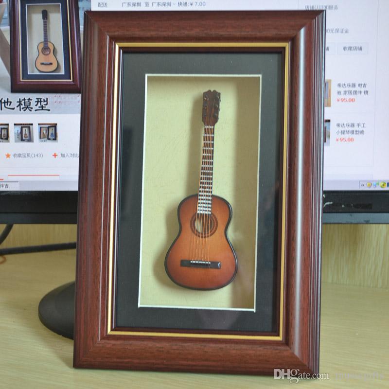 Новая ручная мини-древовидная модель гитары для настольных игр с гитарой для гитары -Brown Guitar