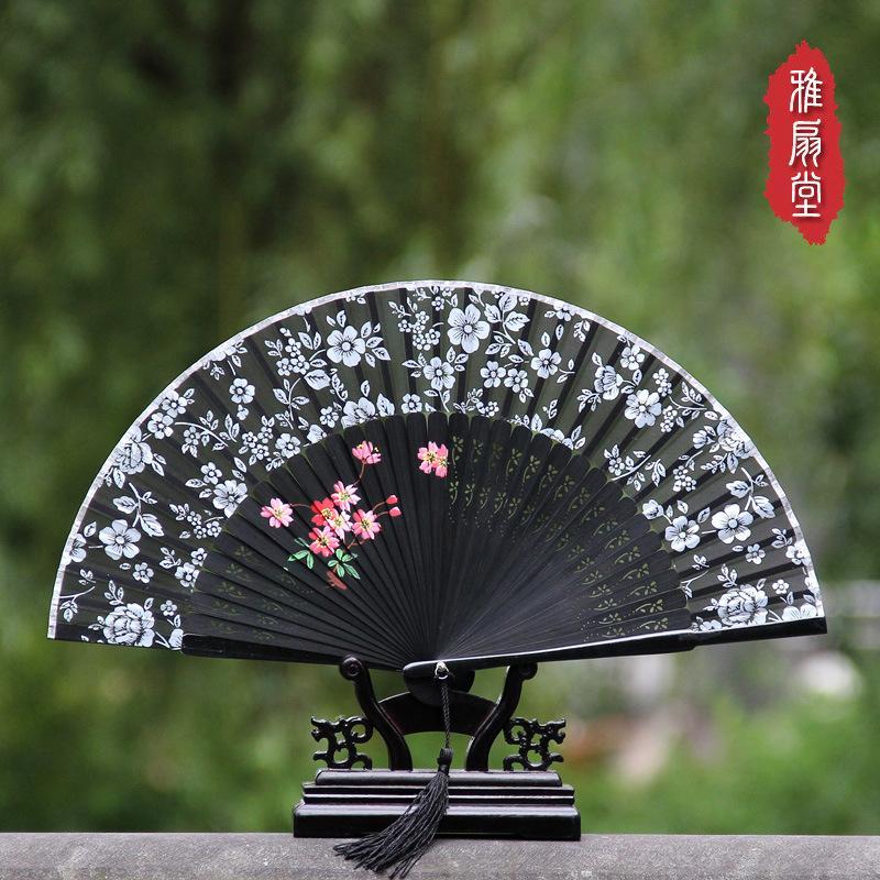 Vento chinês de alta qualidade pintados à mão ventilador dobrável Hangzhou impressão de seda pequena fã das mulheres