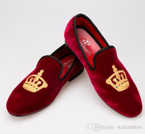 Wholesale Men Casual Shoes Velvet Loafers Shoes Luxury Men Smoking Slippers Latest Style of Embroidered Gold Crown Design Size 6-13