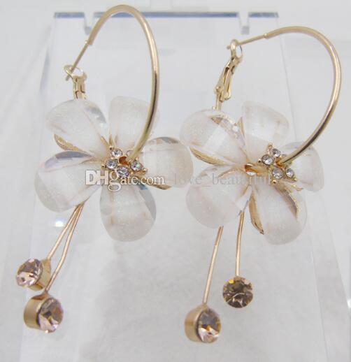 Sıcak Stil Kamelya ayçiçekleri kulak çıtçıt 5 adet petal akrilik püskül küpe alaşım küpe moda ve klasik ve zarif