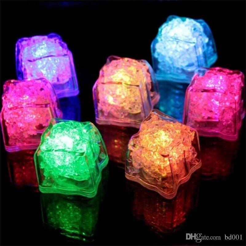 Cubo de hielo intermitente LED Bloque de inducción artificial de luz fluorescente para la decoración del banquete de boda 7 Color Auto Select 0 99xq ff