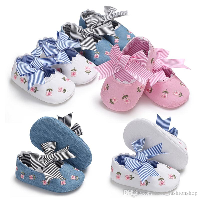 Bebé niños zapatos de diseño bordado Flor de la raya Mariposa Infant Toddler Girls Shoes NewBorn First Walkers zapatillas de deporte de los niños