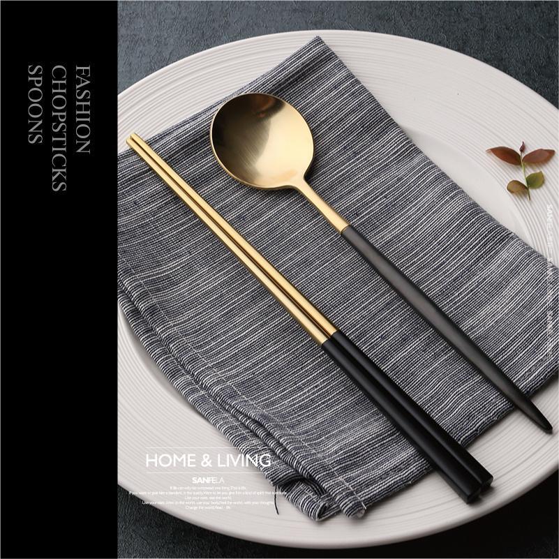 Eco Friendly 304 cuillère en acier inoxydable coréenne Sushi métal réutilisable Chopsticks carré Chop Stick long manche Scoop Set Portable Art de la table