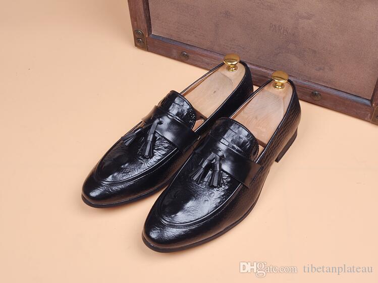 Patrón de los hombres de piel de cocodrilo borlas Zapatos de cuero Hombre Homecoming vestido de fiesta de bodas caballero zapatos Sapato Social Masculino