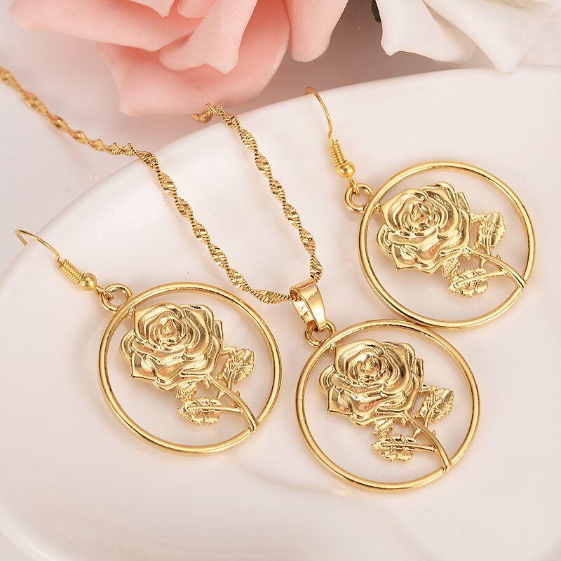 Lucky Rich Jewelry Set Big boucles d'oreilles dorées Pendentif Collier Chaîne Rose Fleur Lady 24 K Jaune Or Rempli