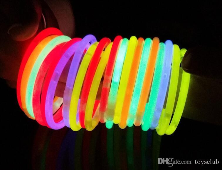 Venta caliente Multi Color Hot Glow Stick Pulsera Collares Partido de neón LED Luz intermitente Stick Varita Varita Novedad Juguete LED Concierto Vocal LED Flash Stic