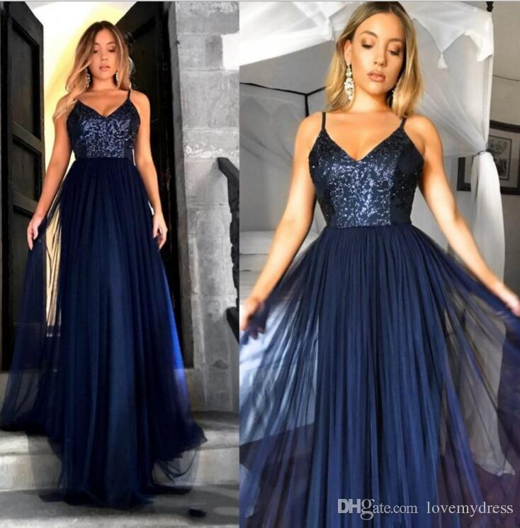 2021 Navy Blue Sequined Evening Formella Klänningar Billiga Långt Med Spaghetti Straps Tulle Rimmad Golvlängd Baklösa Prom Pageant Gowns Dress