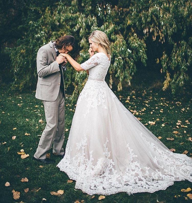 Abiti da sposa in pizzo da giardino 2019 New Scoop Scollatura Corte dei treni abbinati Sash A-Line Vintage Mezze maniche Abiti da sposa Robe De Mariage W986