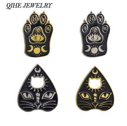 QIHE JEWELRY Épingles en émail au visage de chat et à la patte Sombre La déesse Croissant de lune Ouija Épinglettes Badges Broches Épingles de sorcière