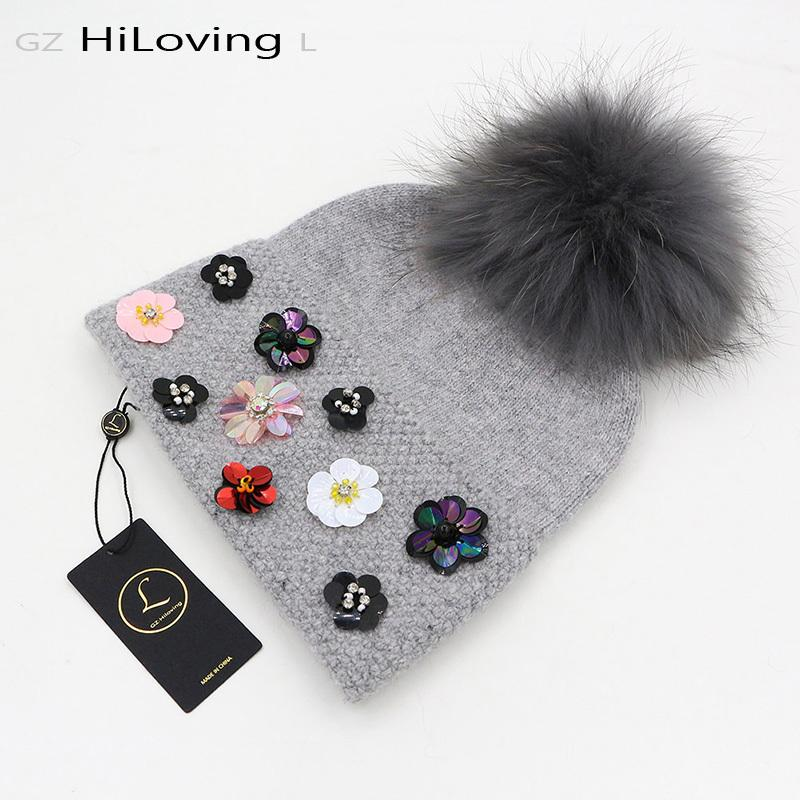 Nuovo design inverno donna cappello di lana con grande pelliccia vera Pom Pom Knit Beanie cappelli morbido motivo floreale Skullies Berretti per le donne signore D18110102