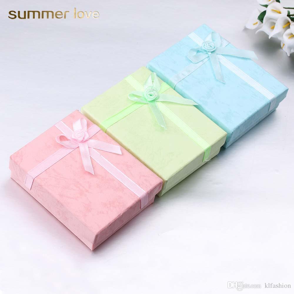 Caja de regalo de papel de lujo de cartón de alta calidad para joyería Hecho a mano 90 * 70 * 30mm cuadrado rosa azul caja de papel verde con cinta arco 2018