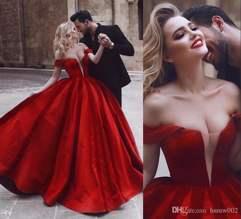 Seksi Tasarım Kırmızı Akşam Gelinlik Modelleri Kapalı Omuz Sheer Boyun Çizgisi Akşam Parti Törenlerinde Bir Çizgi Saten Yong Kızlar Örgün Balo Elbise Giymek