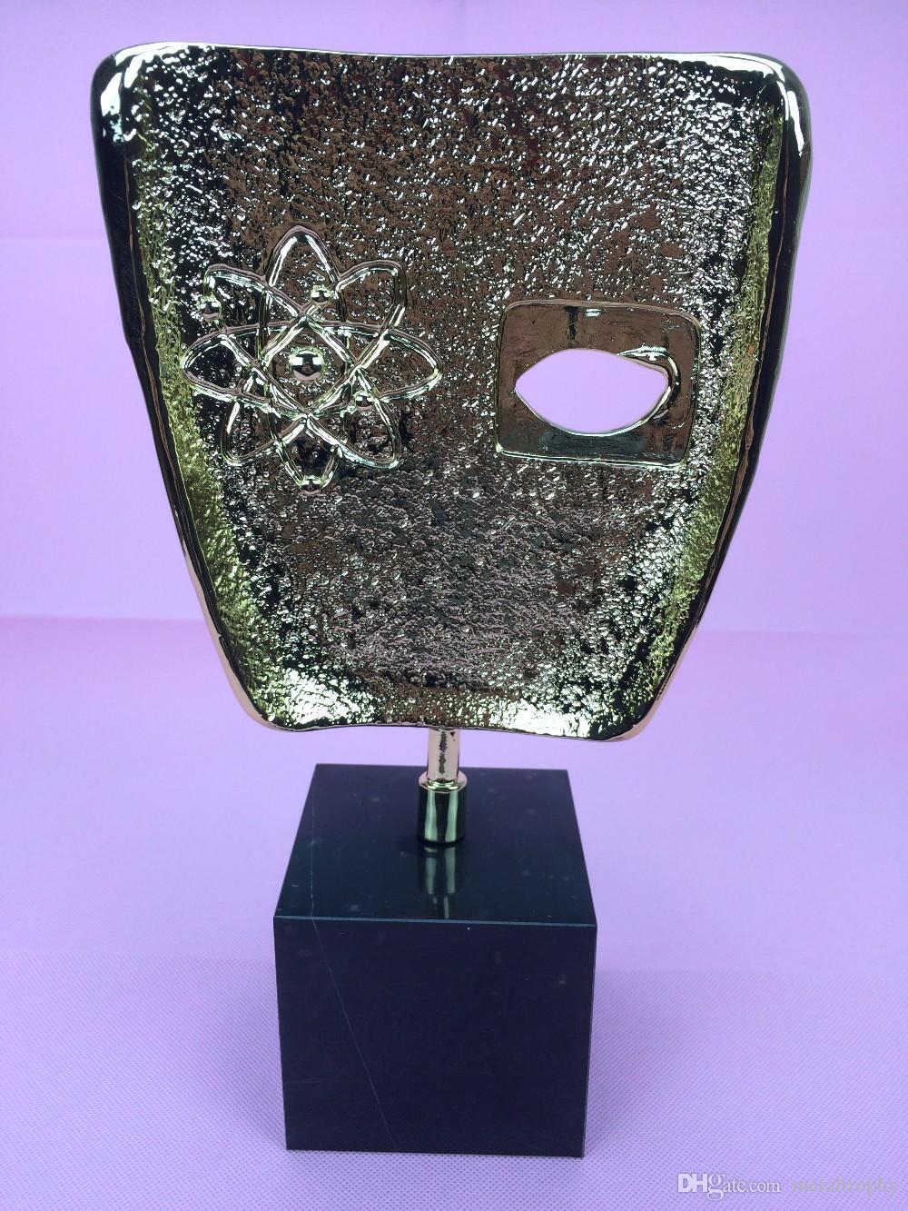 Troféu BAFTA Award, troféu do Metal BAFTA, troféu do Britsish Academy Film, cor dourada ou dourada e base preta