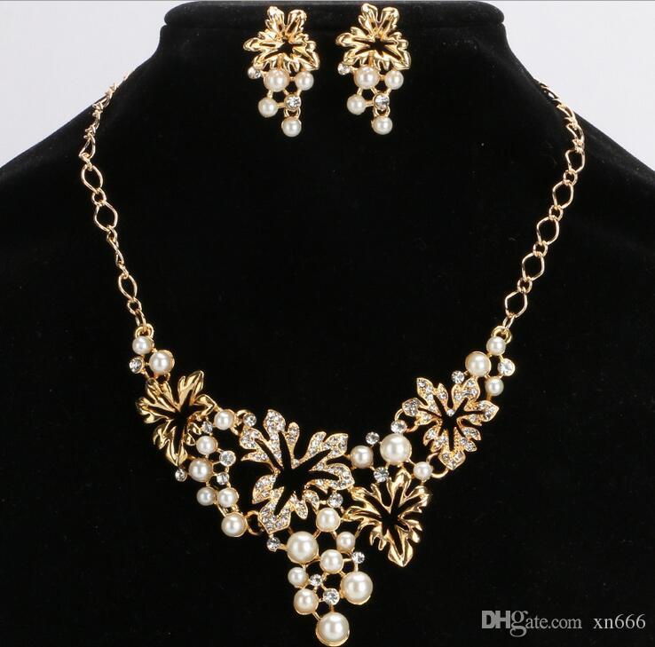 L'Europe et les Etats-Unis bijoux de mariée perles de cristal de diamant creux plein collier boucles d'oreilles fleurs mis en bijoux de mode féminine