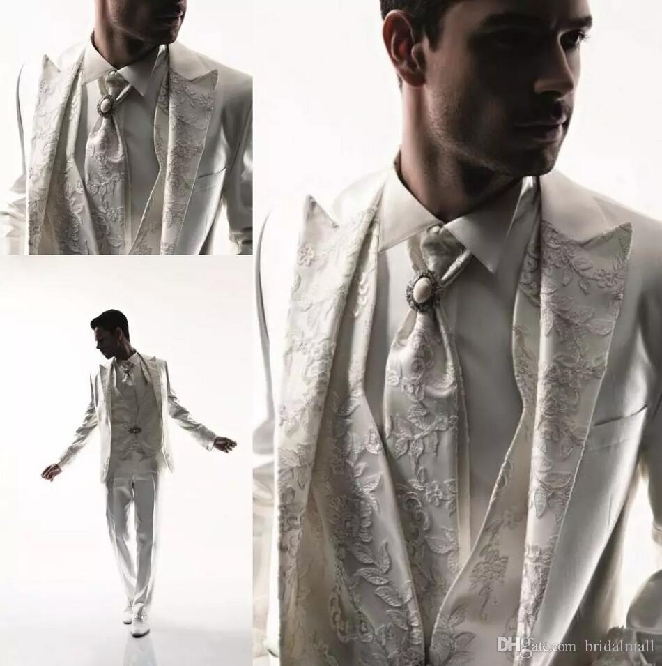 Classy White Wedding smoking Slim Fit Completo uomo ricamo Groomsmen abito a tre pezzi economici Prom abiti formali (Jacket + Pants + vest)