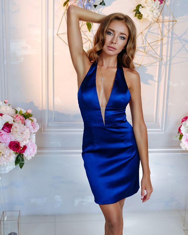 Halter Deep V Neck Sexy Short Evening Dresses Sheath Knee Length Royal Blue Satin Cheap Evening Gowns Backless Night Party Dresses
