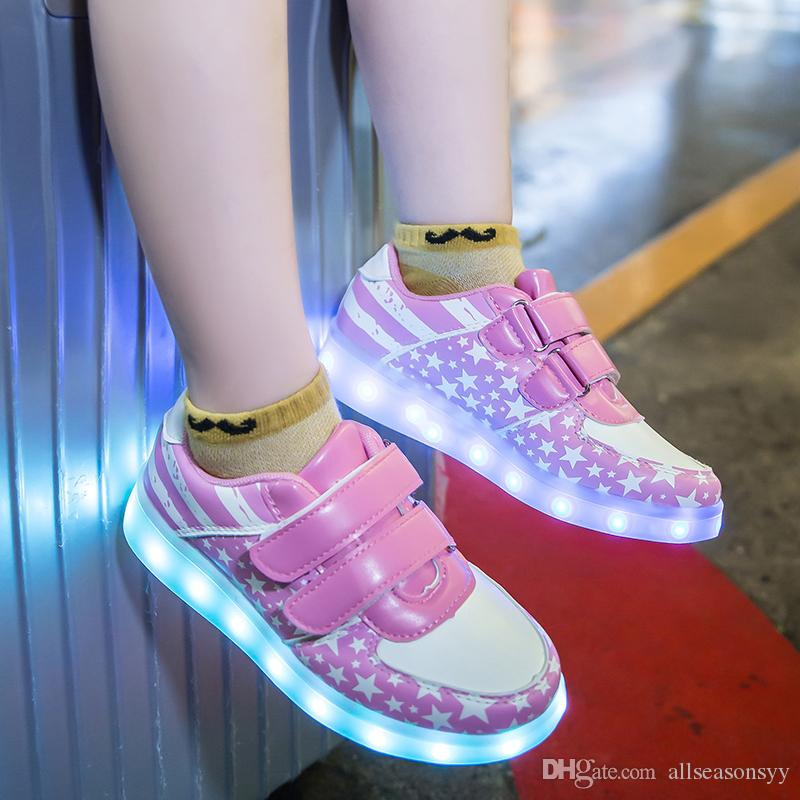 BoysGirls için Led Çocuk Ayakkabı Casual Krasovki Aydınlık Sneakers Şarj Sneakers Işık Up Parlayan Çocuklar Ayakkabı