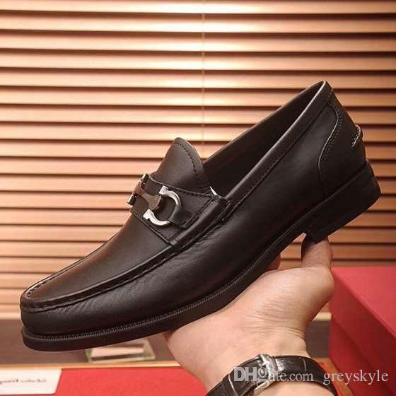 Chaussure de mariage en cuir de vache de marque hommes découpant le talon bas défilé de mode formelle Costume Bureau d'affaires chaussure Horsebit Mocassins Hommes Oxfords