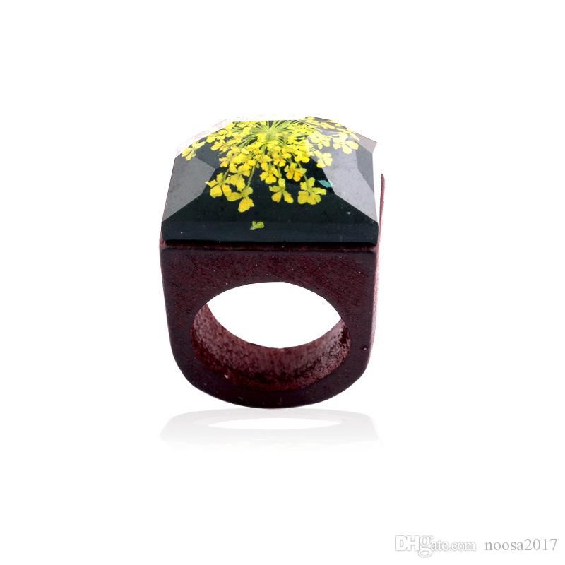 Resin Gypsophila Wood Rings magnifier gypsophila flowers Wooden Rings 5 colors for Handmade Miniature World Inside log Rings women Jewelry