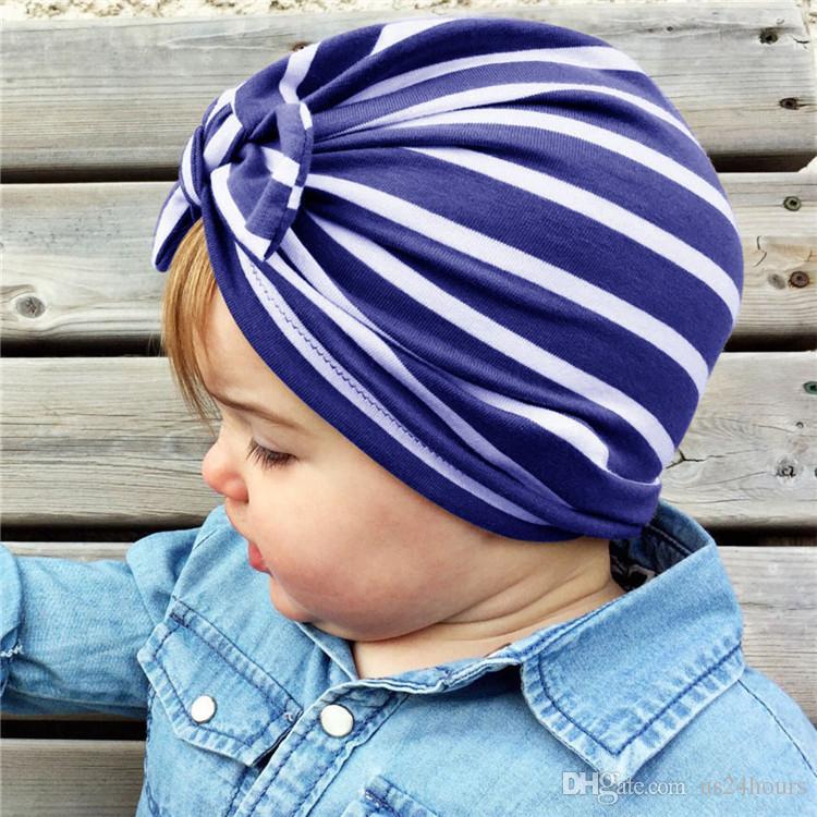 Мода полосатый Baby Hat с луком многоцветный эластичный младенческой Baby Beanie пляж тюрбан Cap аксессуары день рождения Рождественский подарок